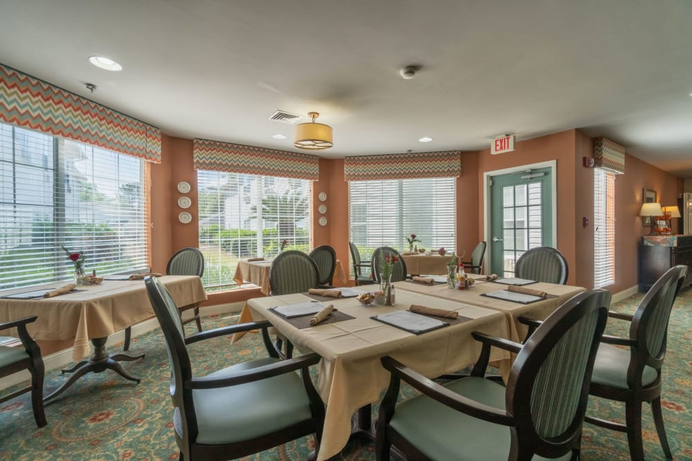 Dining area at Summer Breeze Senior Living