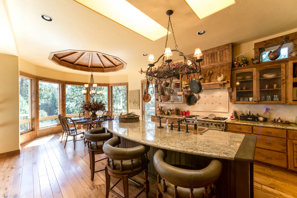 A large cottage kitchen with an island at Touchmark at Mount Bachelor Village in Bend, Oregon