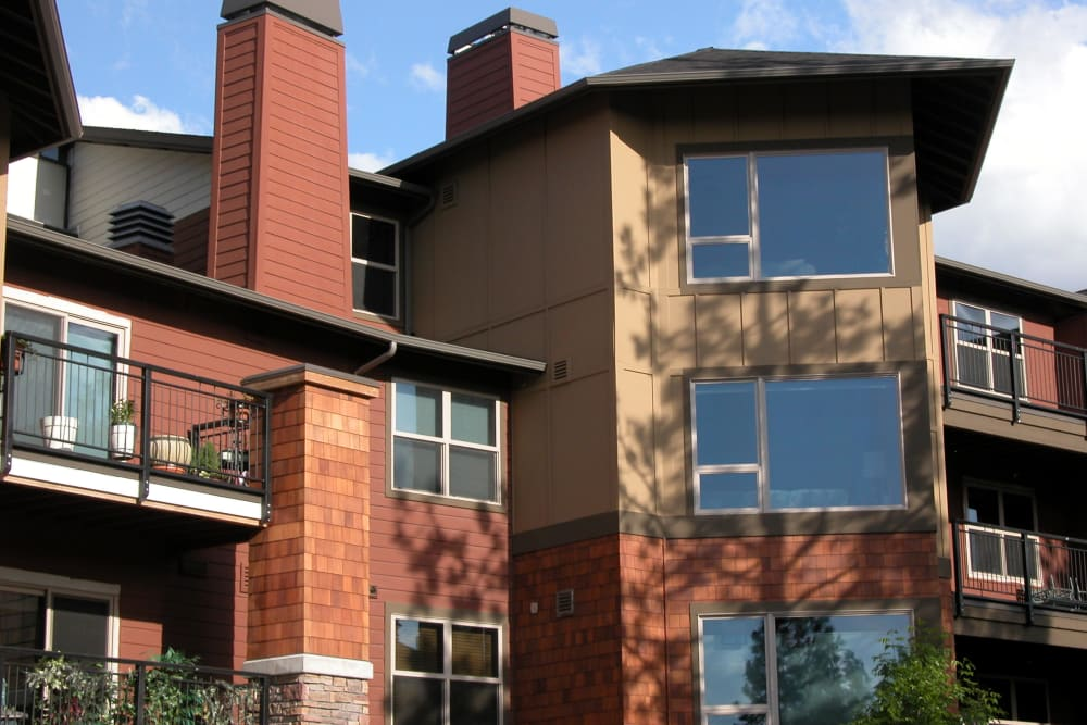 Apartment exterior at Touchmark at Mount Bachelor Village in Bend, Oregon