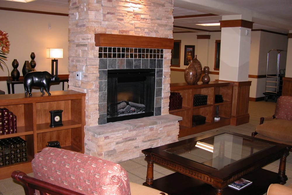 Fireside seating at Touchmark at Mount Bachelor Village in Bend, Oregon