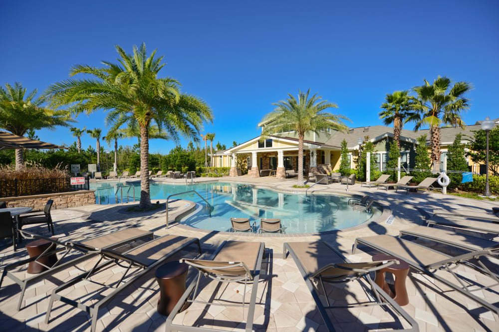 Zero entry pool at Terraces at Town Center in Jacksonville, Florida