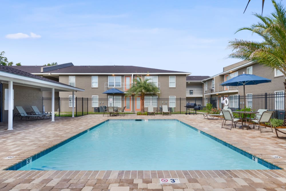 Swimming pool at Avalon Apartment Homes in Baton Rouge, LA