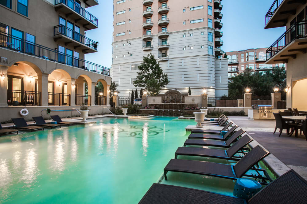 Resort-style swimming pool at Cantabria at Turtle Creek in Dallas, Texas