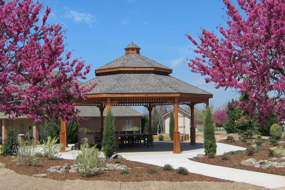 Seating under the gazebo at Touchmark at Coffee Creek in Edmond, Oklahoma