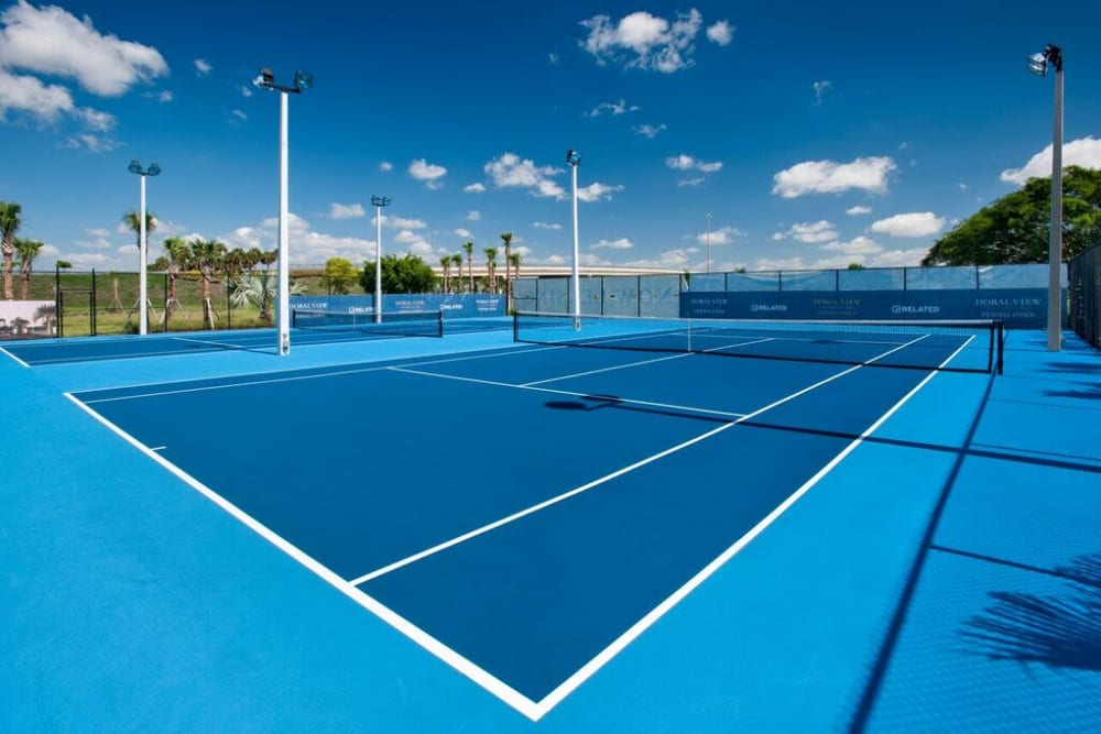 Very well-maintained tennis courts at Doral View Apartments in Miami, Florida
