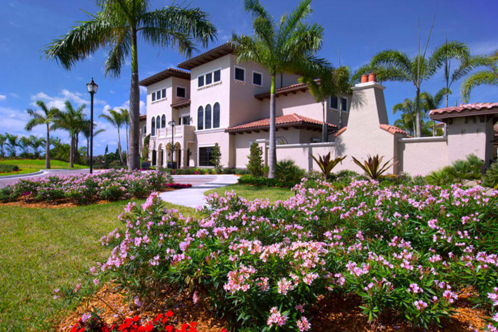Beautifully maintained landscaping at Town Fontainebleau Lakes Apartment Residences in Miami, Florida