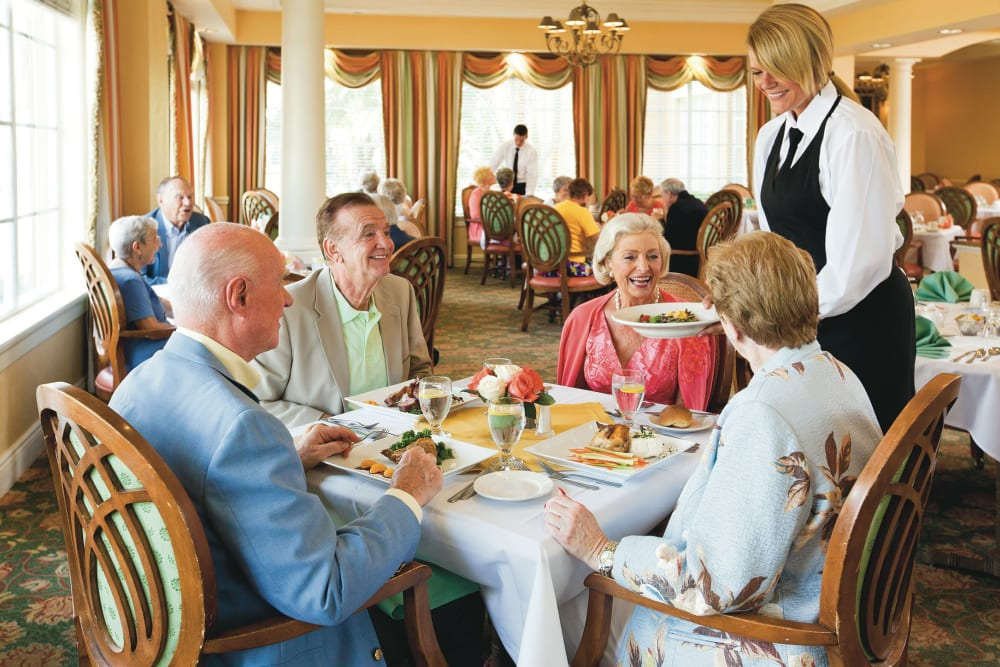 Discovery Village At The Forum Senior Living Community in Ft Myers Florida Offers Gourmet Meals Included in Rent