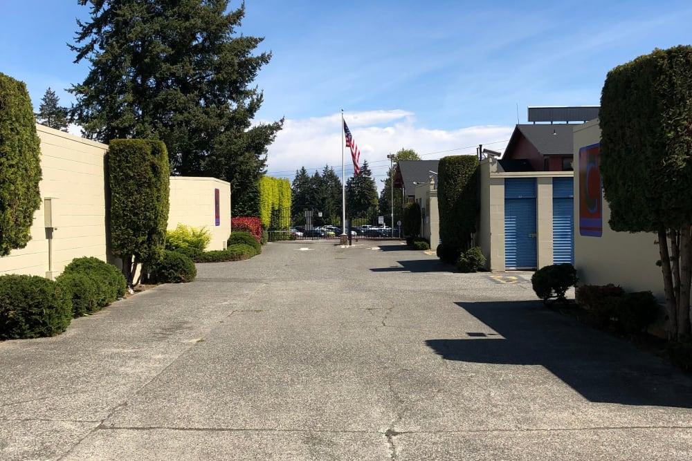Wide driveways at Trojan Storage in Everett, Washington