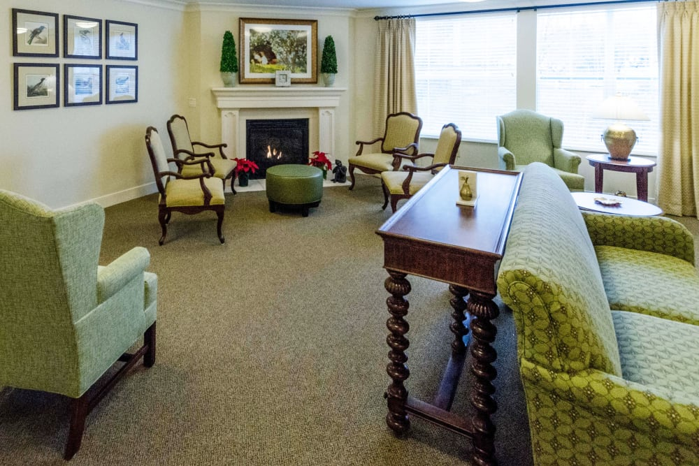 The lounge area at Artis Senior Living of Briarcliff Manor in Briarcliff Manor, New York