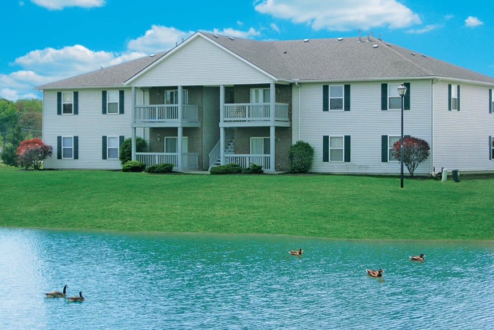 Onsite pond at Stratford Lakes Apartments in Canal Winchester, Ohio