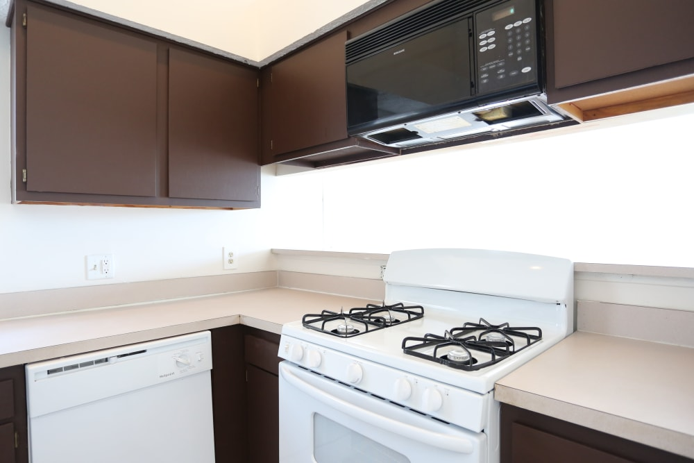Modern kitchen with white appliances in a model home at Stratford Lakes Apartments in Canal Winchester, Ohio