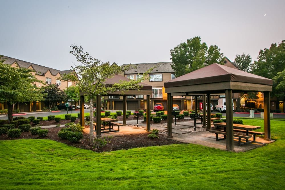 Outdoor BBQ area at The Colonnade Luxury Townhome Rentals in Hillsboro, Oregon