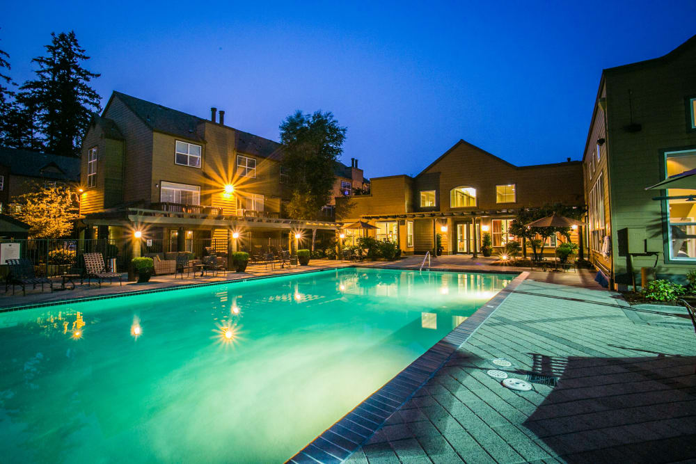 The Colonnade Luxury Townhome Rentals offers a swimming pool in Hillsboro, Oregon