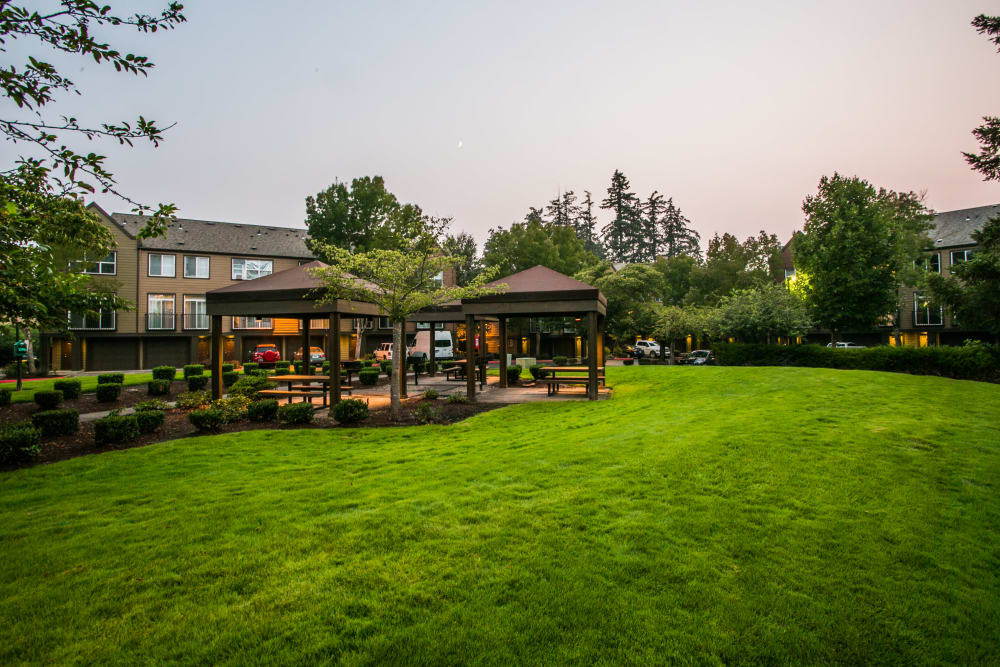 Lush landscaping at The Colonnade Luxury Townhome Rentals in Hillsboro, Oregon