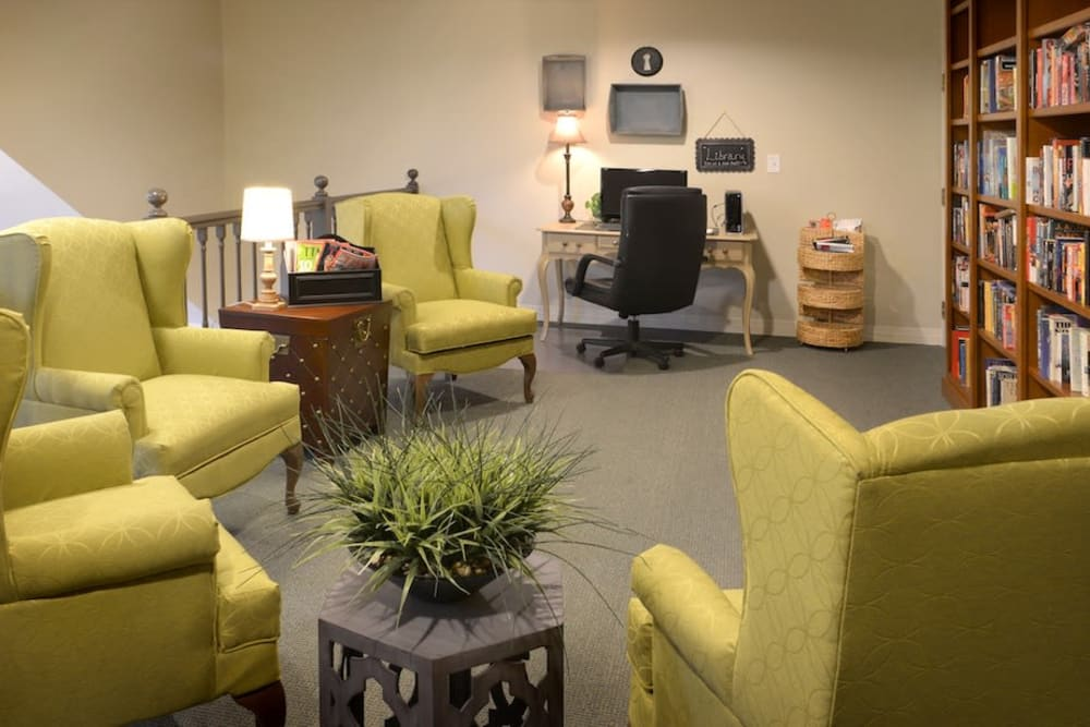 The common area at Peters Creek Retirement & Assisted Living in Redmond, Washington