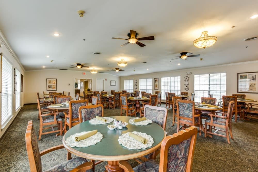 Large dining hall at Parsons House La Porte in La Porte, Texas