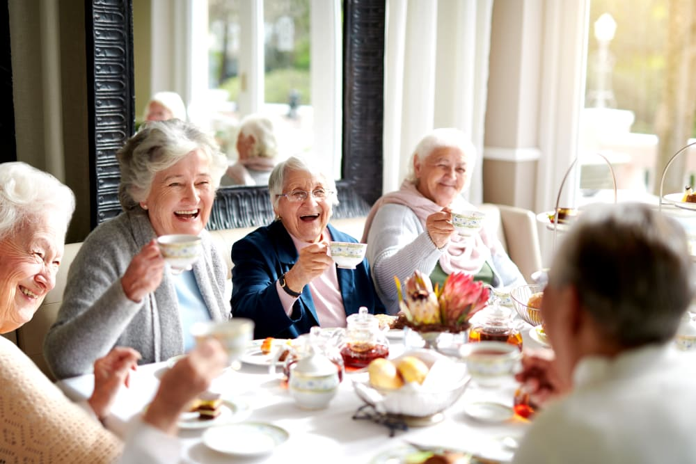 A group of residents having tea together at The Courtyards of Linden Pointe in Winnipeg, Manitoba
