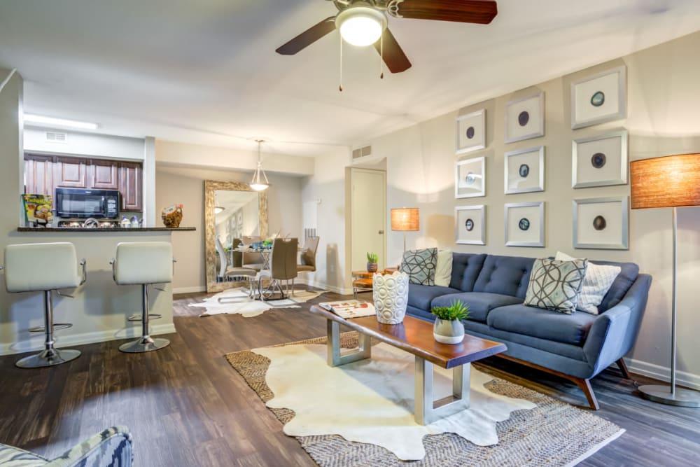 Carmel Creek offers a Living Room in Houston, Texas