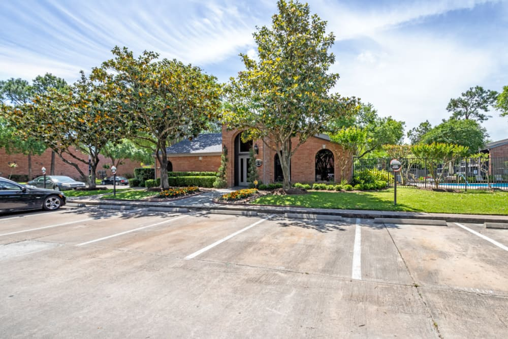 Carmel Creek offers a Leasing Office in Houston, Texas
