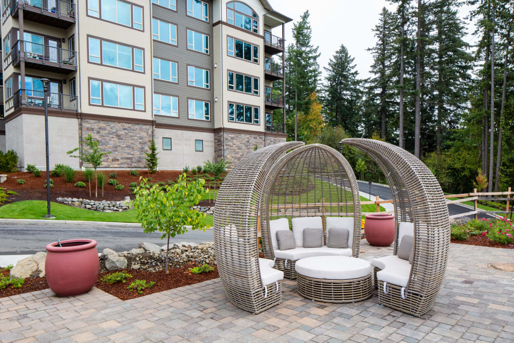 Outdoor common area and spaces of Touchmark in the West Hills in Portland, Oregon
