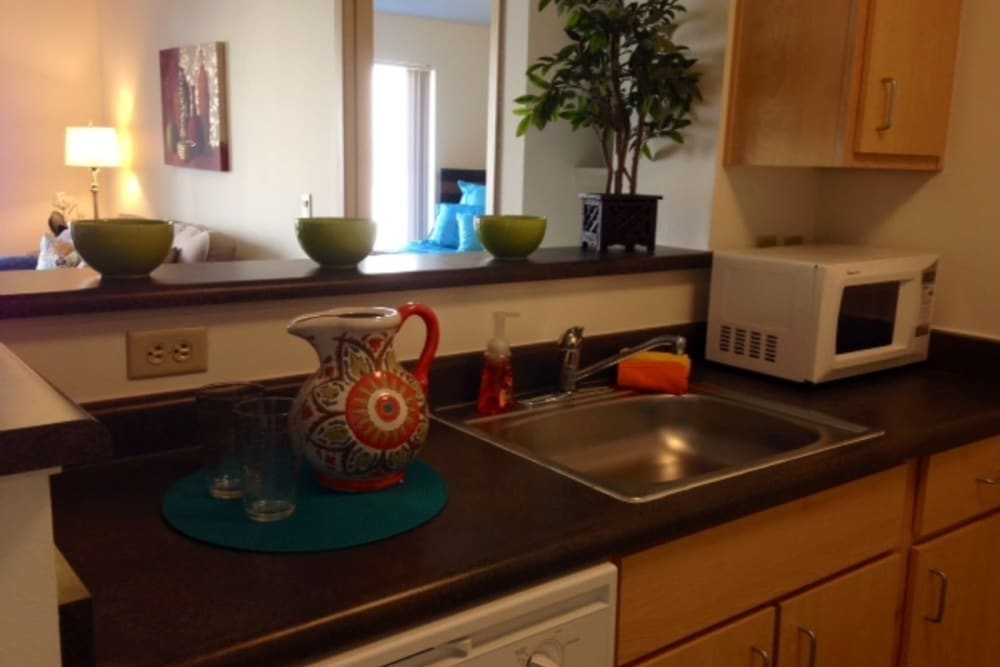 Clean and modern kitchens at The Heights at Columbia Knoll in Portland, Oregon