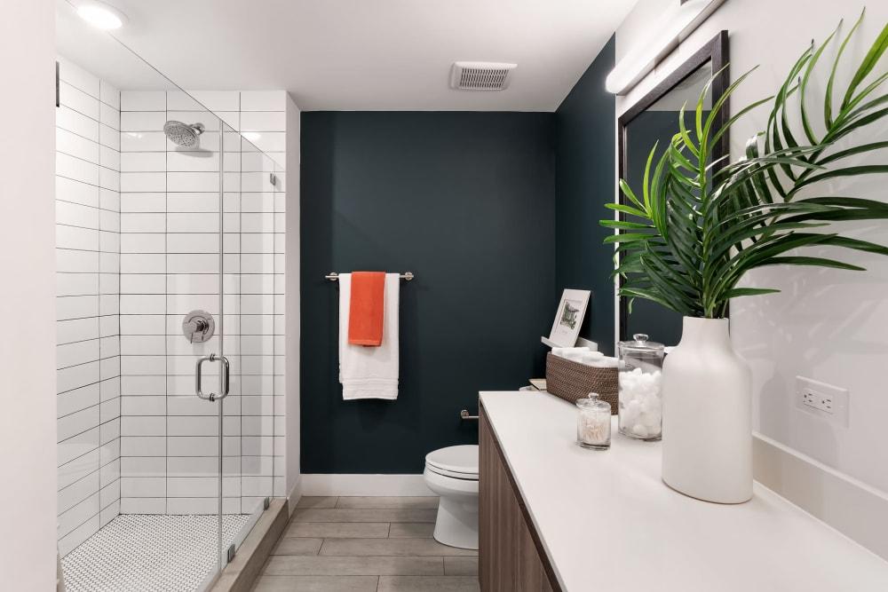 Large bathrooms at  Yard 8 in Midtown Miami, Florida