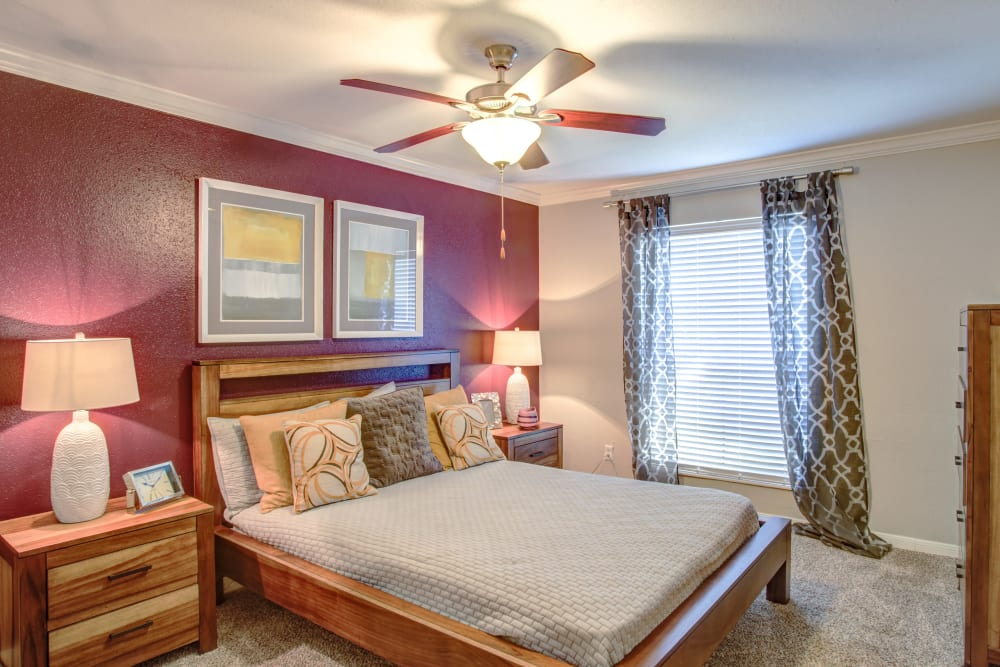 2400 Briarwest in Houston, Texas offers a bedroom with fan