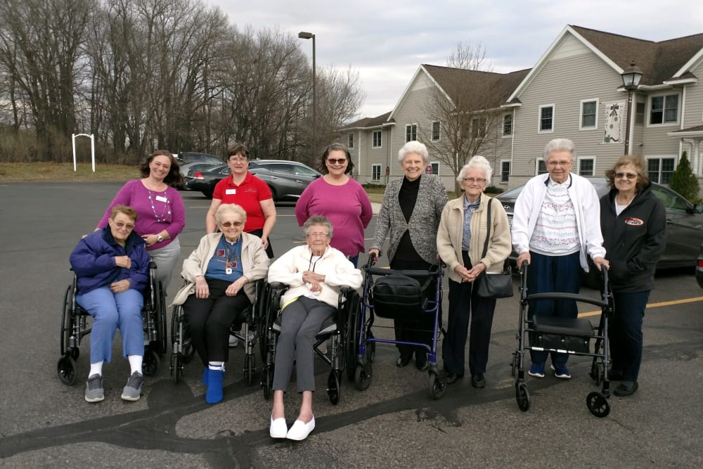 senior residents taking a group picture outdoors