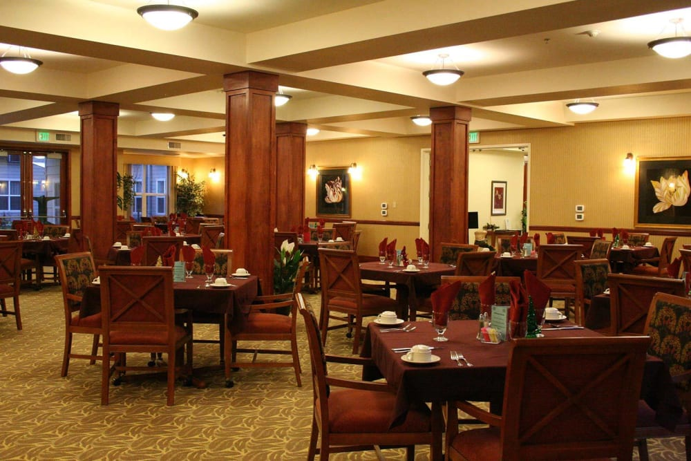 Lovely, spacious dining area at The Heights at Columbia Knoll in Portland, Oregon