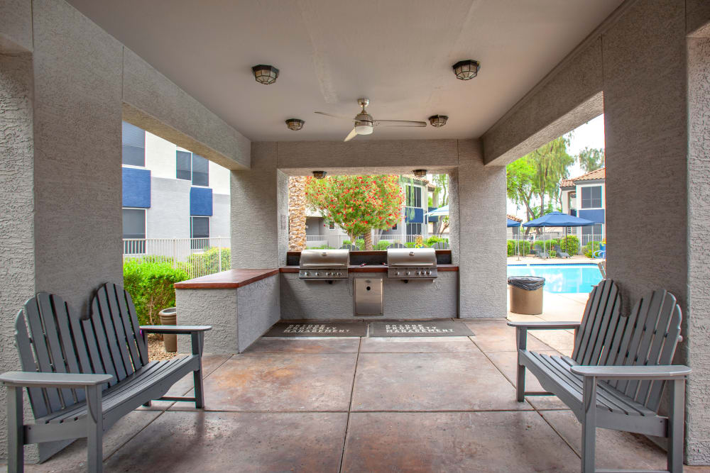 BBQ Area at The Retreat Apartments in Phoenix, Arizona