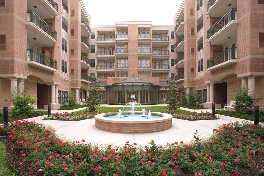 Outdoor courtyard with a fountain at The Village of Tanglewood in Houston, Texas