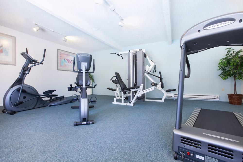Appletree Apartments offers a fitness center in Campbell, California