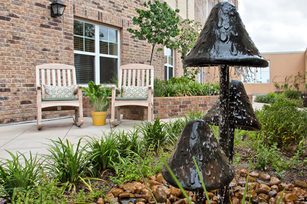 Outdoor courtyard at The Village of Meyerland in Houston, Texas