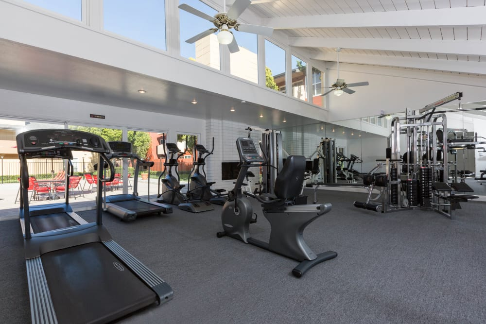 Carriage House offers a fully equipped fitness center in Fremont, California