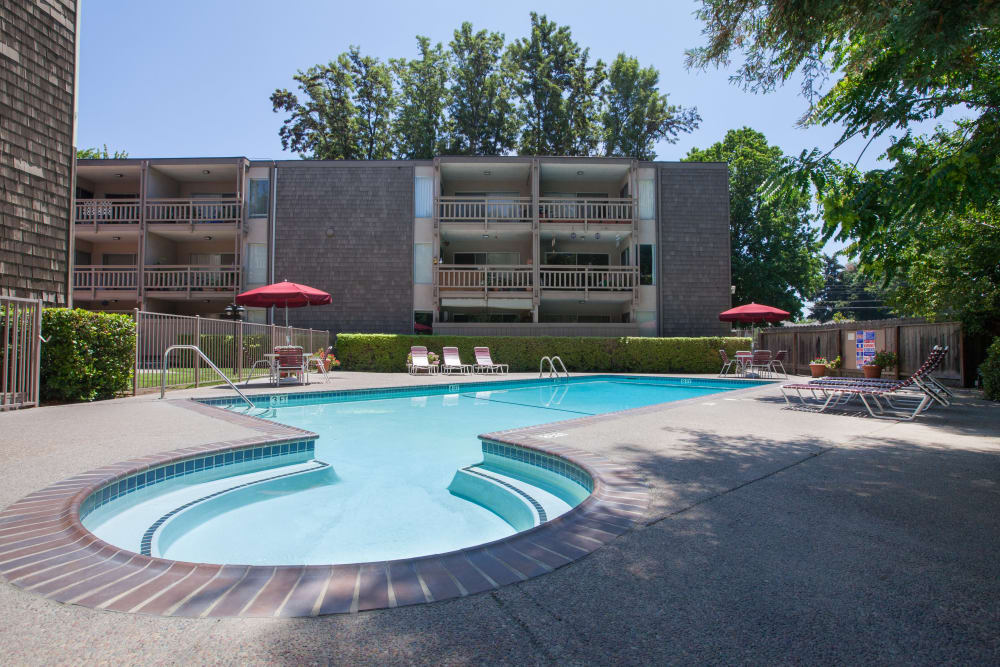 Resort-style swimming pool at The Glens Apartments in San Jose, California