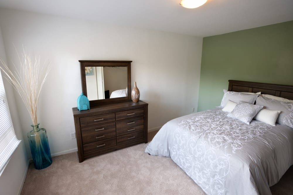 Extra bedroom in Akron, Ohio at Cascade Falls Apartments