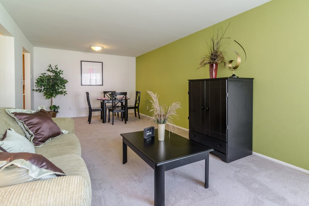 Living and dining area at Edgewood Park Apartments in Pontiac, Michigan
