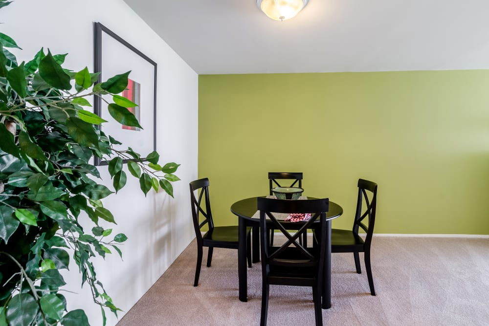 Dining room layout at Edgewood Park Apartments in Pontiac, Michigan