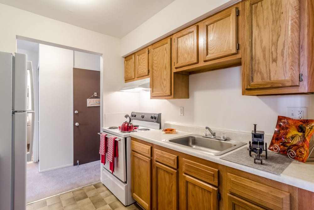 Kitchen layout at Edgewood Park Apartments in Pontiac, Michigan