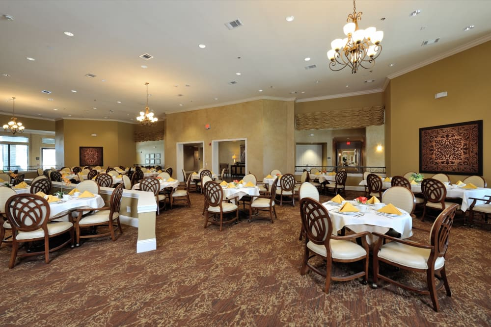 Decorated dining room tables at Clayton Oaks Living in Richmond, Texas