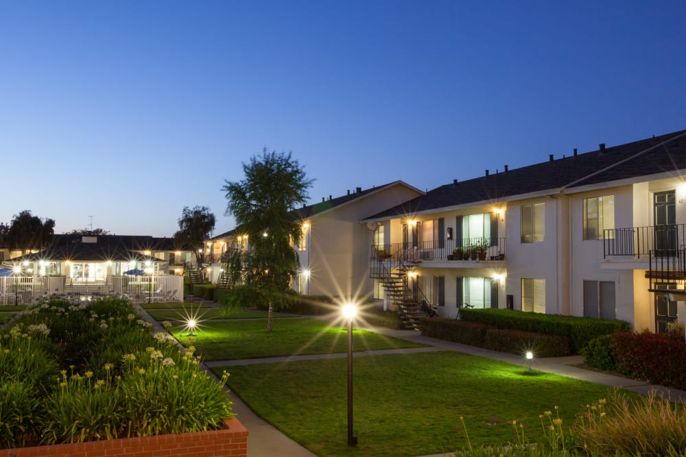 Exterior of Vista Pointe Apartments' buildings in Santa Clara, California