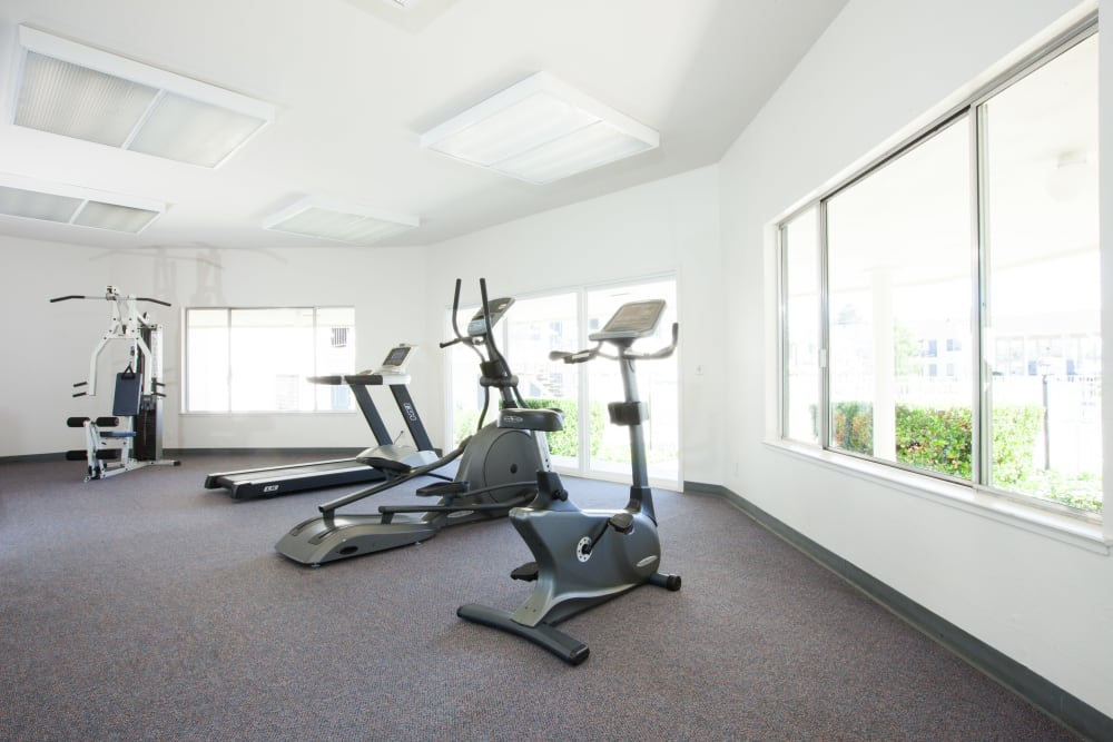 Vista Pointe Apartments offers a fitness center in Santa Clara, California