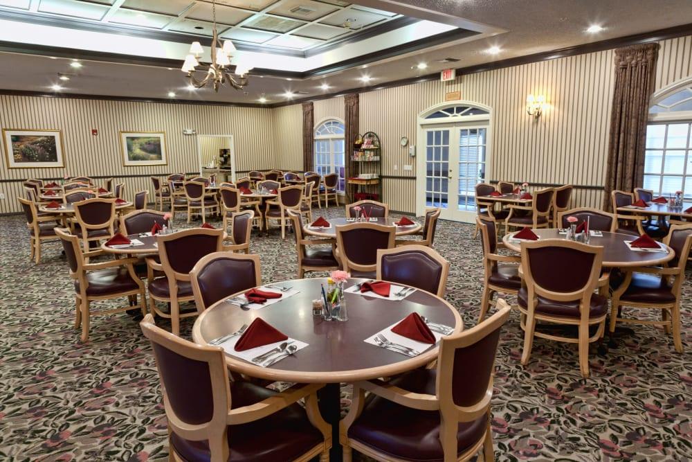 dining hall at Carriage Inn Huntsville in Huntsville, Texas