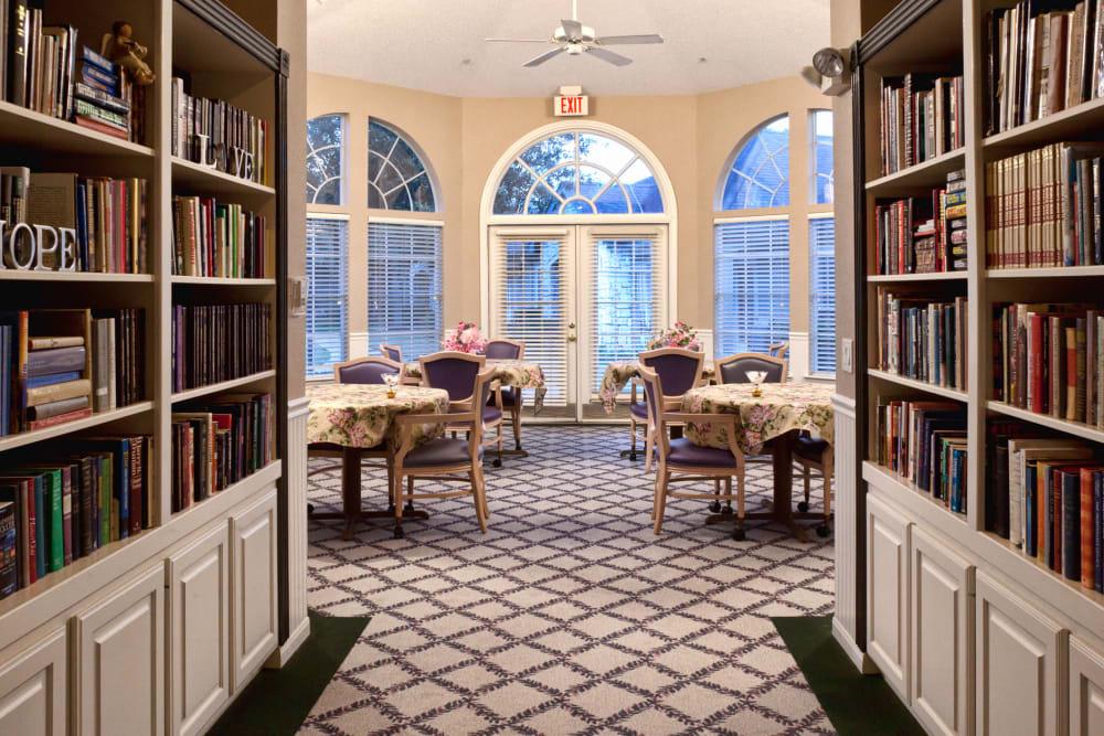 Library at Carriage Inn Huntsville in Huntsville, Texas