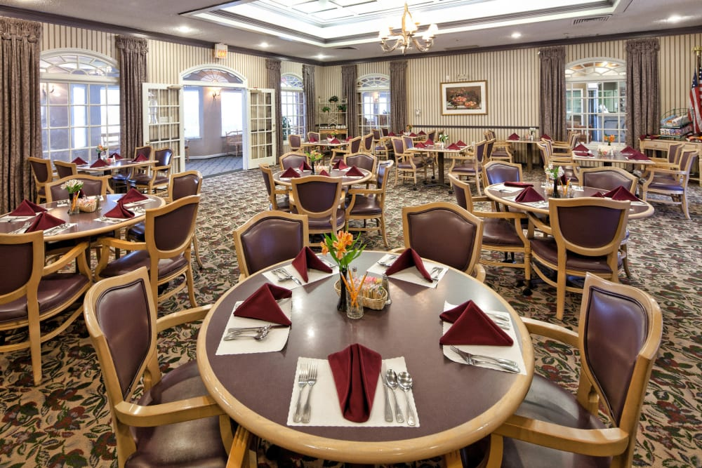 A large dining hall at Carriage Inn Lake Jackson in Lake Jackson, Texas