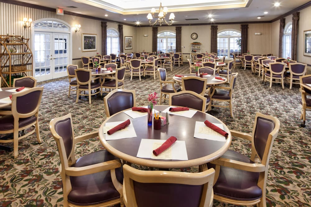 A large community dining room at Village on the Park Steeplechase in Houston, Texas