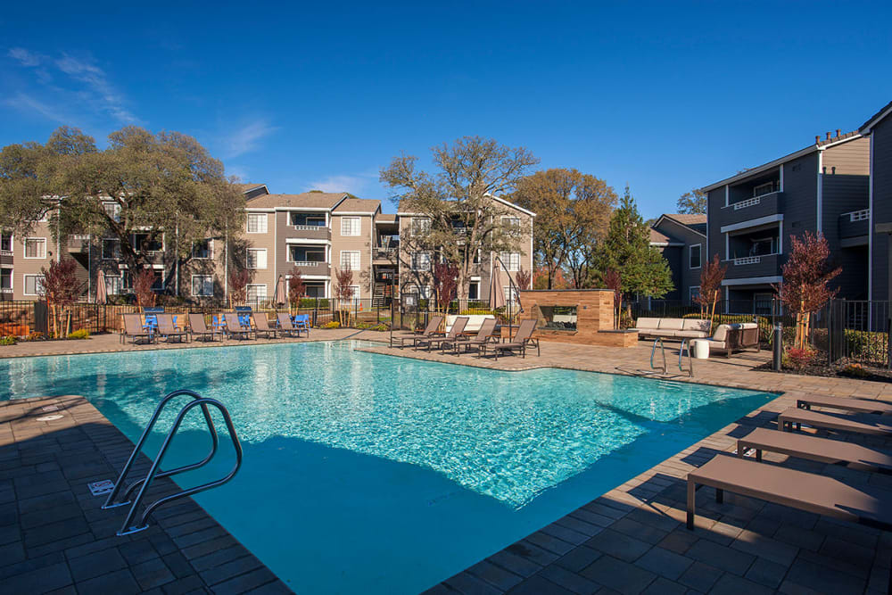 Resort-style swimming pool at Slate Creek Apartments in Roseville, California