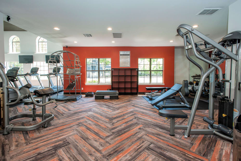 Well-equipped fitness center at Slate Creek Apartments in Roseville, California