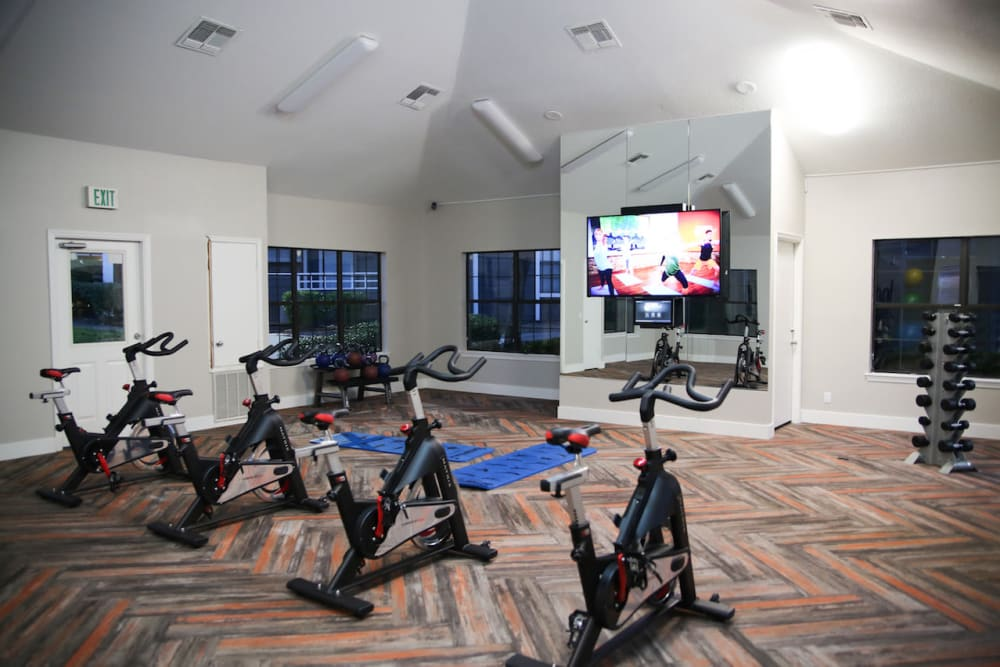 Flatscreen TVs in the spin room at Slate Creek Apartments in Roseville, California