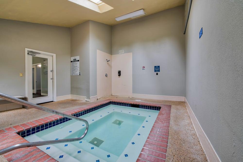 Enjoy Apartments with a Hot Tub at Lakeside Landing Apartments